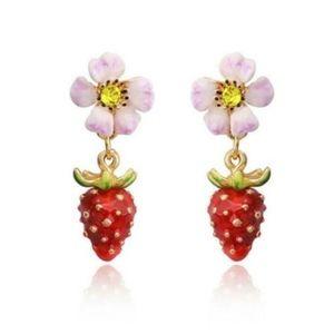 NWT Cute Strawberry Earrings